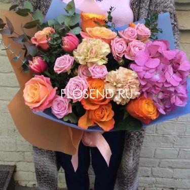 Букет пионовидная роза и гортензия