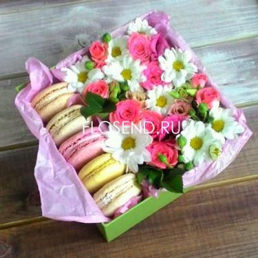 Цветы и макаронс в коробке № 163
